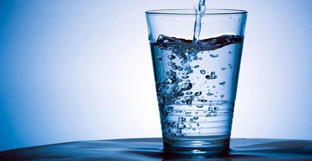 Beber água pode melhorar desempenho mental