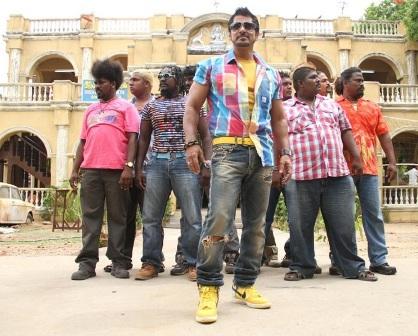 Tamil Movie photos, posters, Vikram's new look from Rajapattai movie