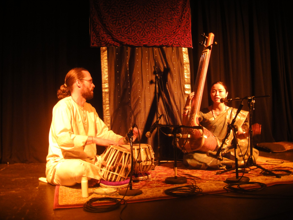 a history of raga in hindu music Raga rock history author: zinnser raga rock is a term used to describe rock and roll records with heavy south asian influence, either in construction, timbre or use of instrumentation, such as sitar and tabla.