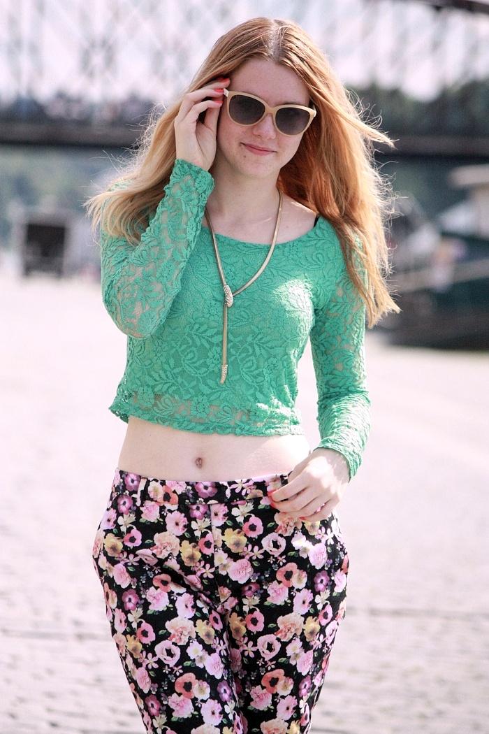 czech fashion, bloggers, lucie srbová, lace top, floral pants, zara