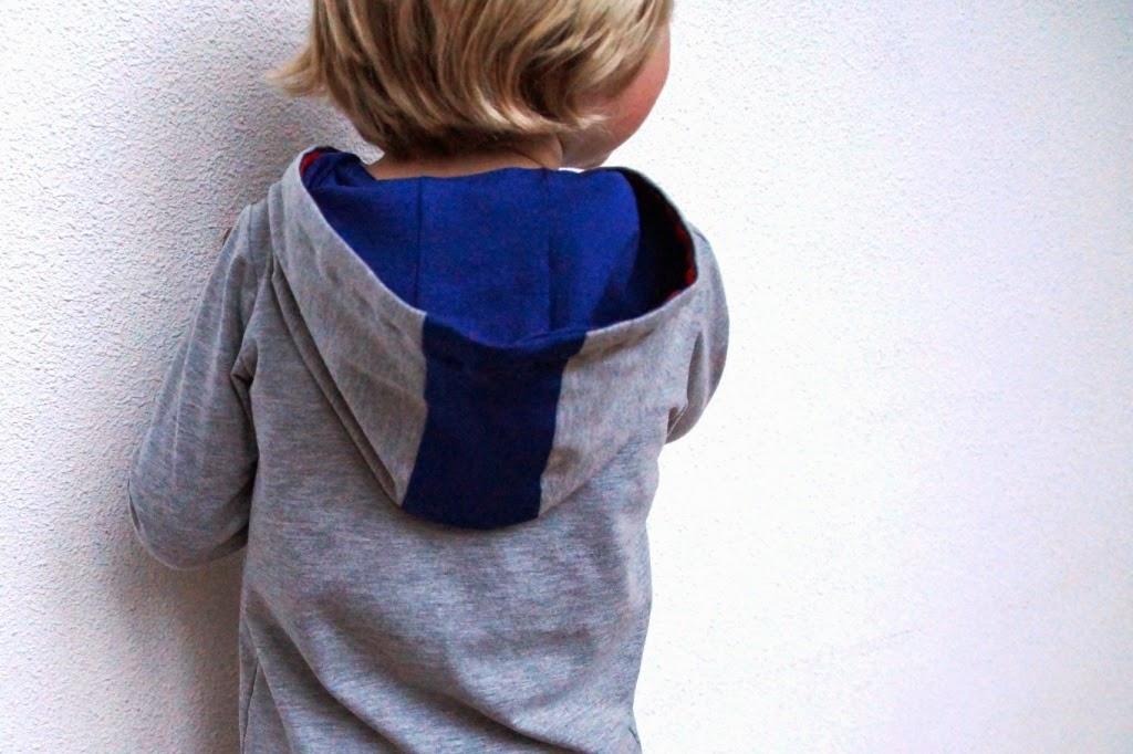 huisje boompje boefjes - Rowan tee with hoodie (pattern Titchy Threads)