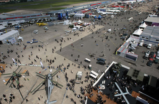 صور رائعة من باريس  Top_10_things_to_do_while_in_paris_le_bourget_airshow5