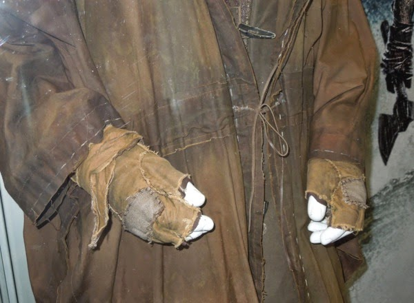 Russell Crowe Noah costume gloves