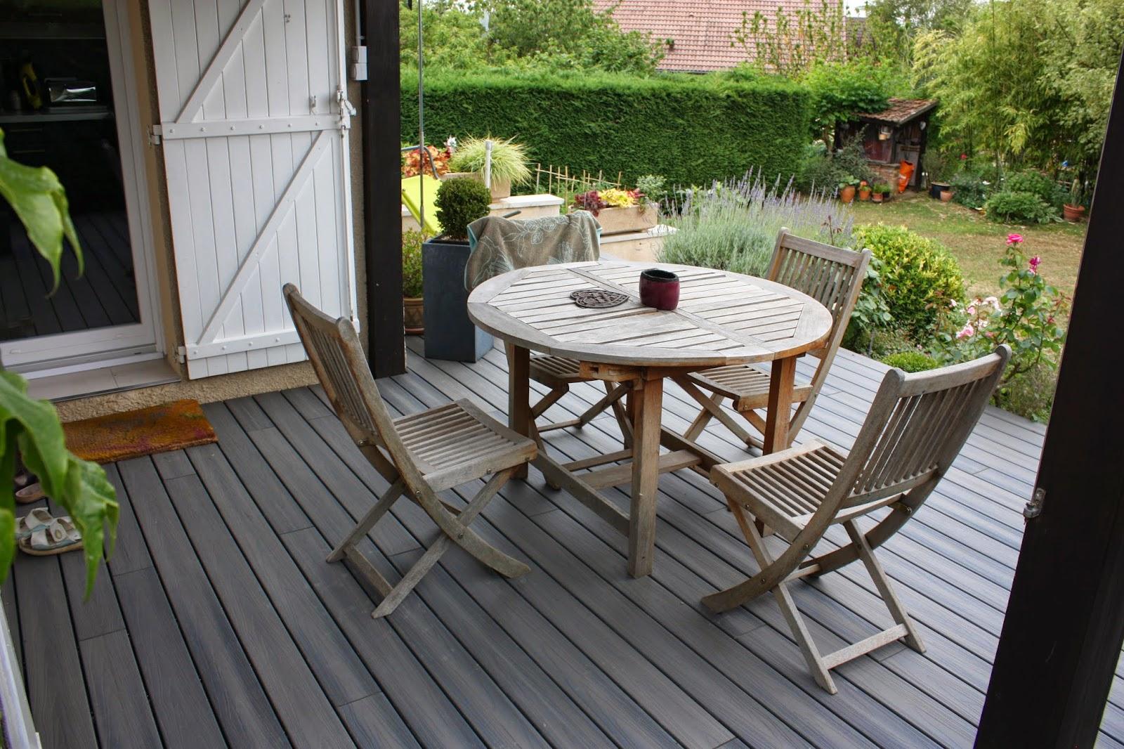 jardins secrets terrasse bois diverses id es de conception de patio en bois pour. Black Bedroom Furniture Sets. Home Design Ideas