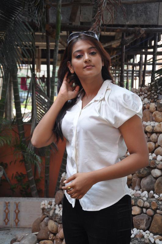 Tamil actress photos & stills - Tamil actresses - Behindwoods