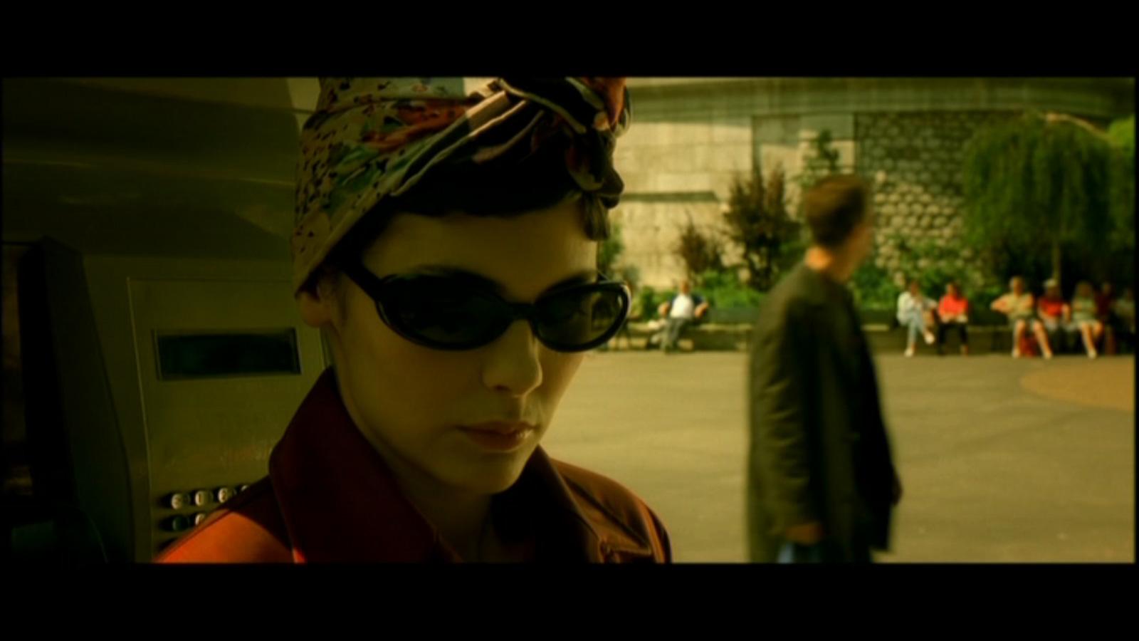 http://3.bp.blogspot.com/-6O9kPWJ58s8/TqleR6ezoPI/AAAAAAAABSc/DEP35-9kv8E/s1600/Amelie-Audrey-Tautou-headscarf.jpg