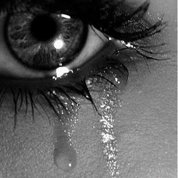 Si por la noche lloras por no ver el sol, las lágrimas te impedirán ver las estrellas.