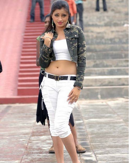 actress+navneet+kaur+hot+photos+in+jeans