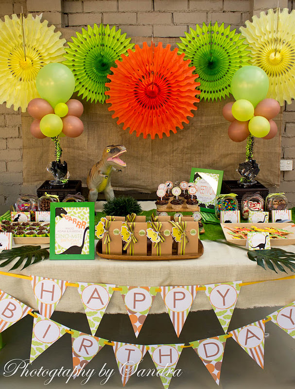 Karas Party Ideas Dino-Mite! Jurassic, Dinosaur Birthday Party  Kara ...