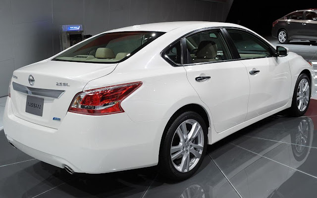 Nissan Altima 2013 white rear