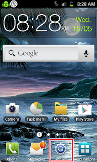 Android home screen with settings selection and widgets
