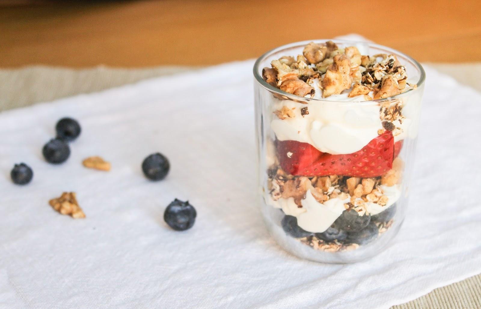 eat like you love yourself: Yogurt and Berry Oat Breakfast Crisp