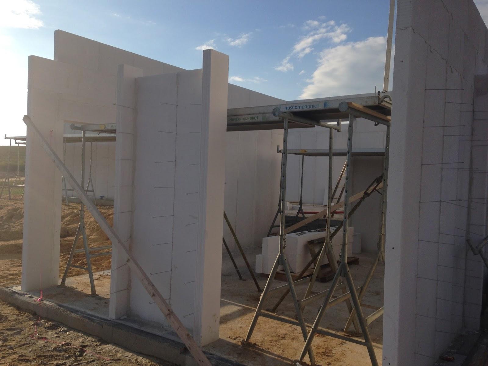 vi bygger hus byggeuge 6 del 2 der bliver muret. Black Bedroom Furniture Sets. Home Design Ideas