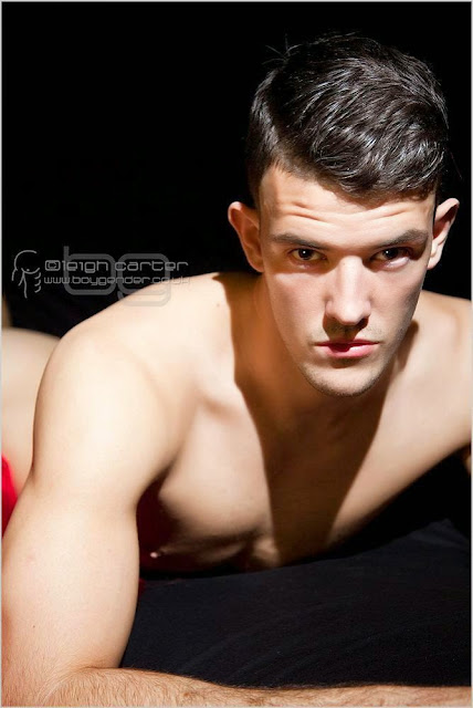 MODELO: JOSH (Photograph: Leigh Carter / Boy Gender)