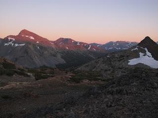 Mount Dana wird vom letzten Sonnenlicht beschienen