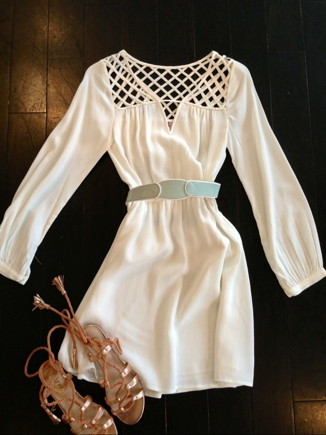 White mini dress with belt and sandal