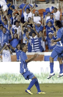Celebracin primer gol Salvador