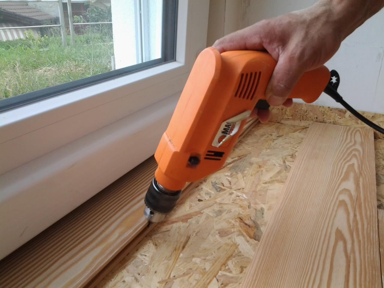 Le fasi di posa di un pavimento in larice massello spazzolato dai costi alla verniciatura - Tavole di abete prezzi ...
