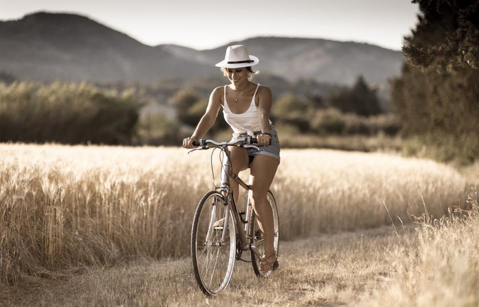 ...βόλτα με το ποδήλατο.....