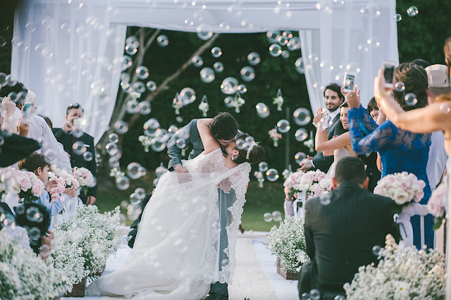 Fogos indoor, gerbs, sparkles, máquina de bolha de sabão, mesa do bolo, recepção, casamento, saida da recepção