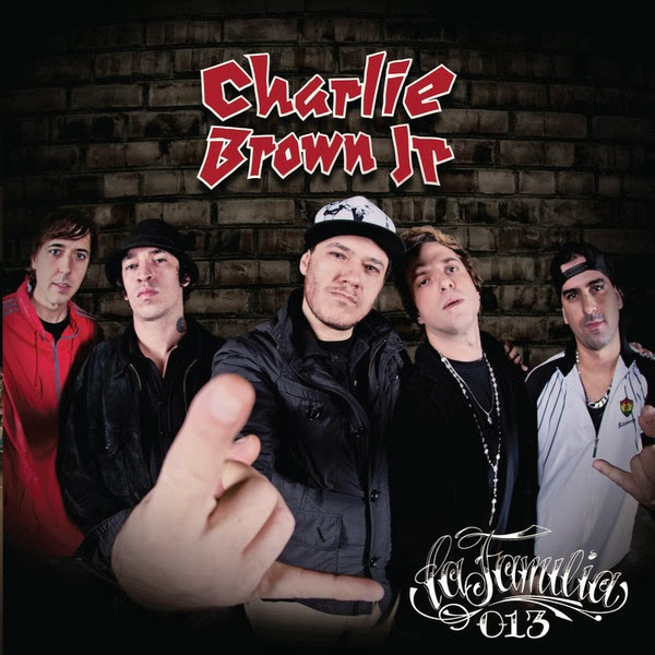 Charlie+Brown+Jr.+ +La+Familia+013+(Capa+Oficial+do+%C3%81lbum)+%5Bwww.coverbrasil leko017.blogspot.com%5D CD   Charlie Brown Jr – La Familia 013