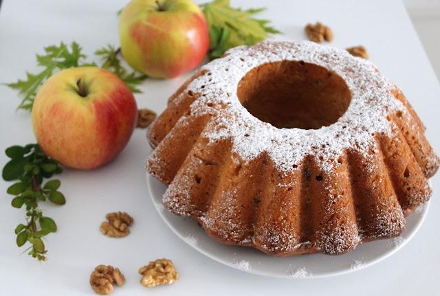 http://bilyrecetas.blogspot.com.es/2013/05/bizcocho-con-manzana-y-nueces-sin-huevo.html