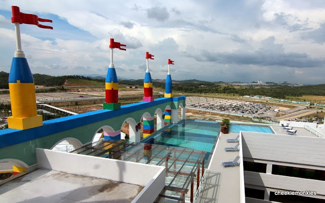 Cheekiemonkies singapore parenting lifestyle blog 8 reasons why kids will love legoland for Hotels near legoland with swimming pool