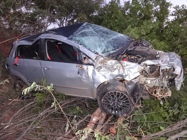 Segundo PRF, motorista estava embriagado e perdeu controle da direção (Foto: Jadiel Luiz/Blog do Sigi Vilares)