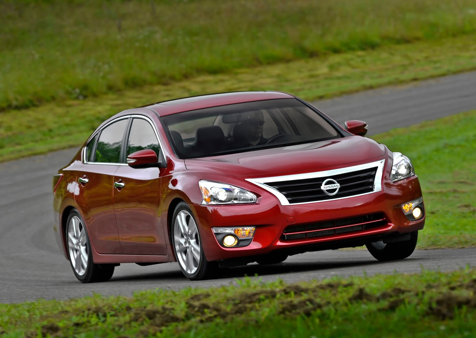 how the 2014 nissan altima 3 5 sl makes family sedan. Black Bedroom Furniture Sets. Home Design Ideas