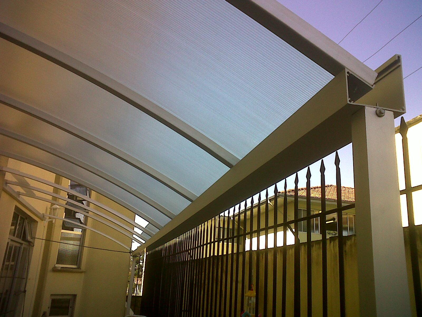 Sistema em policarbonato alveolar skylight instala o do for Perfiles de aluminio para toldos de palilleria