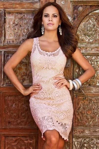 Изящное розовое платье