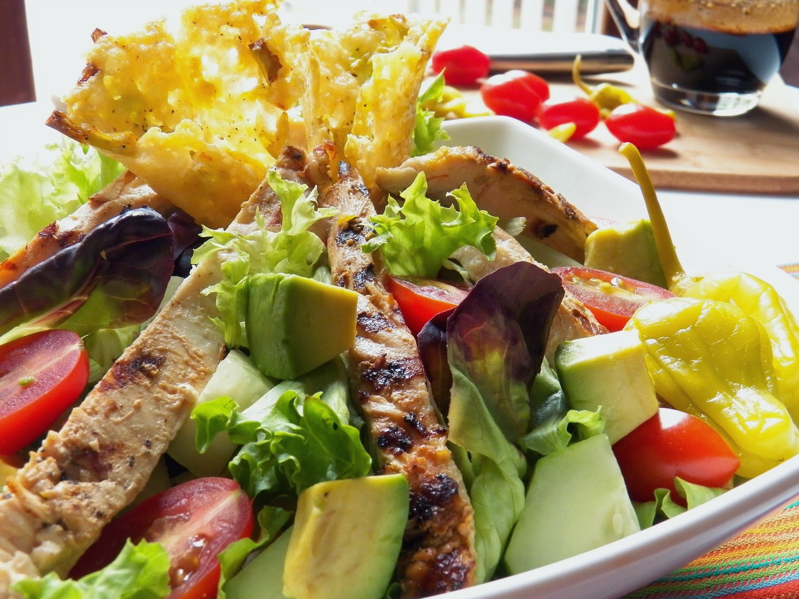 calories in grilled chicken salad with balsamic dressing