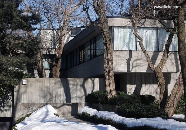 Casa residencial moderna estilo Brutalista