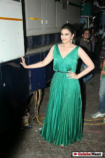 Actress Parineeti Chopra Latest Pictures in Evening Dress at Hasee Toh Phasee Promotion on Dance India Dance Season 4  0020.jpg