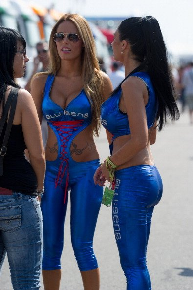 motogp umbrella girls Photo