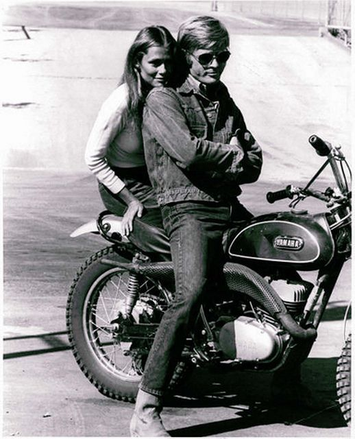 robert redford y lauren hutton en moto