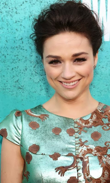 Crystal Reed Hd Wallpapers