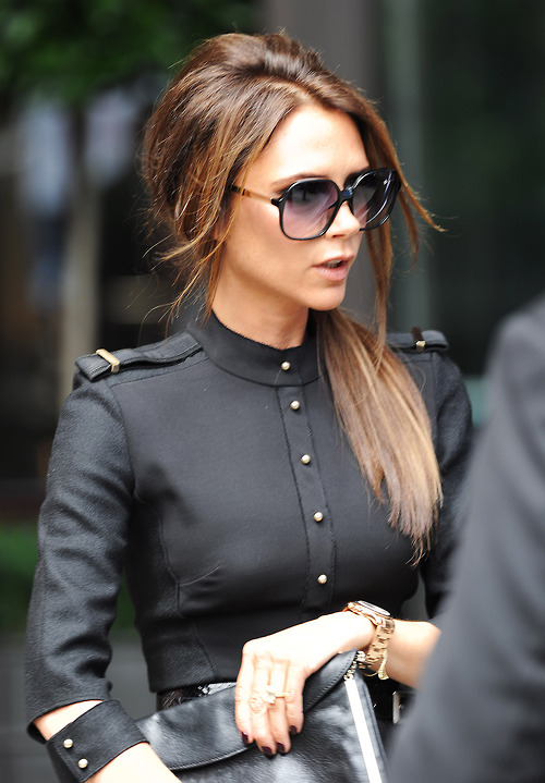 75bb17122ca chiclifestyleofewelina  Style tips according to Victoria Beckham
