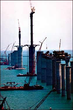Mega bridges sunshine skyway bridge for Sunshine construction