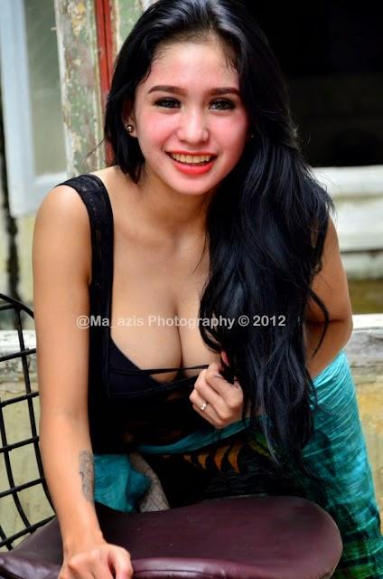 bibie julius cleavage pics 02