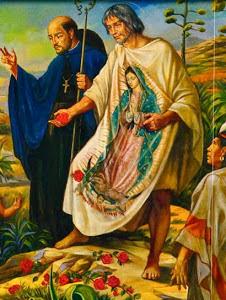 Juan Diego con la tilma extendida donde se ve a la Virgen de Guadalupe