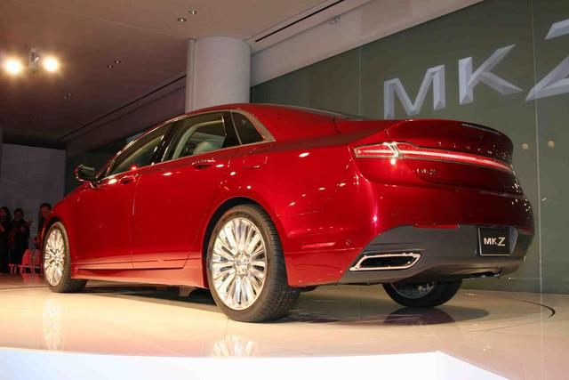 2013-Lincoln-MKZ-grille