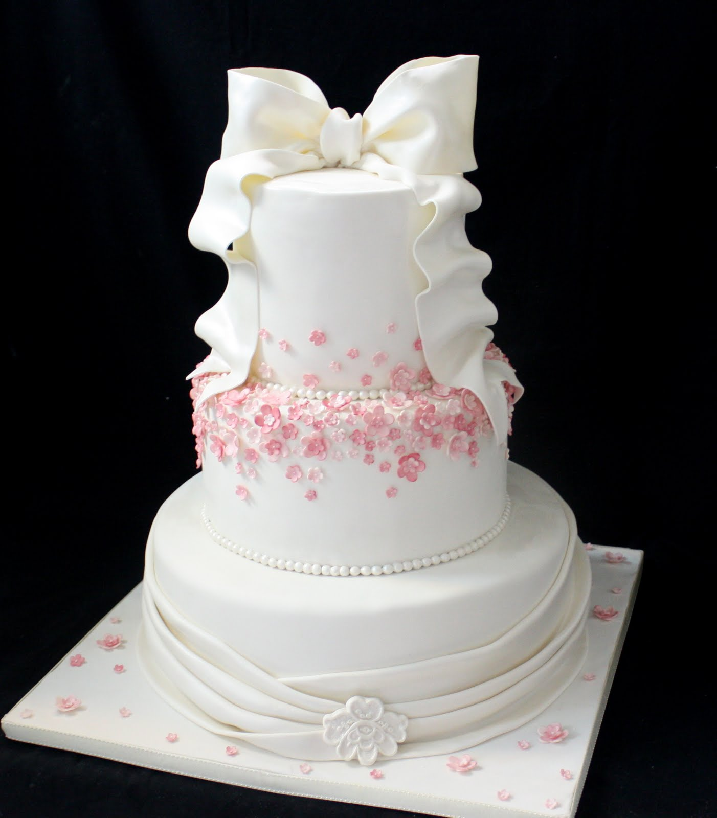 plete Deelite Our latest Wedding cakes