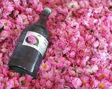 طريقة استخدام ماء الورد للبشرة , جمال البشرة مع Rose water