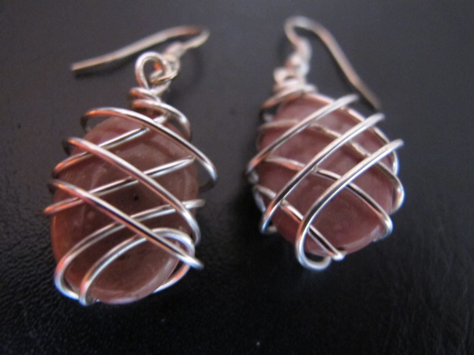 wire jewelry projects Learn to make your first diy jewelry projects with beads, wire, and sheet metal in this introductory jewelry class we'll cover the basic techniques, tools, and materials you'll need, and walk you through four easy projects, step-by-step.