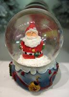 Schneekugel com Papai Noel