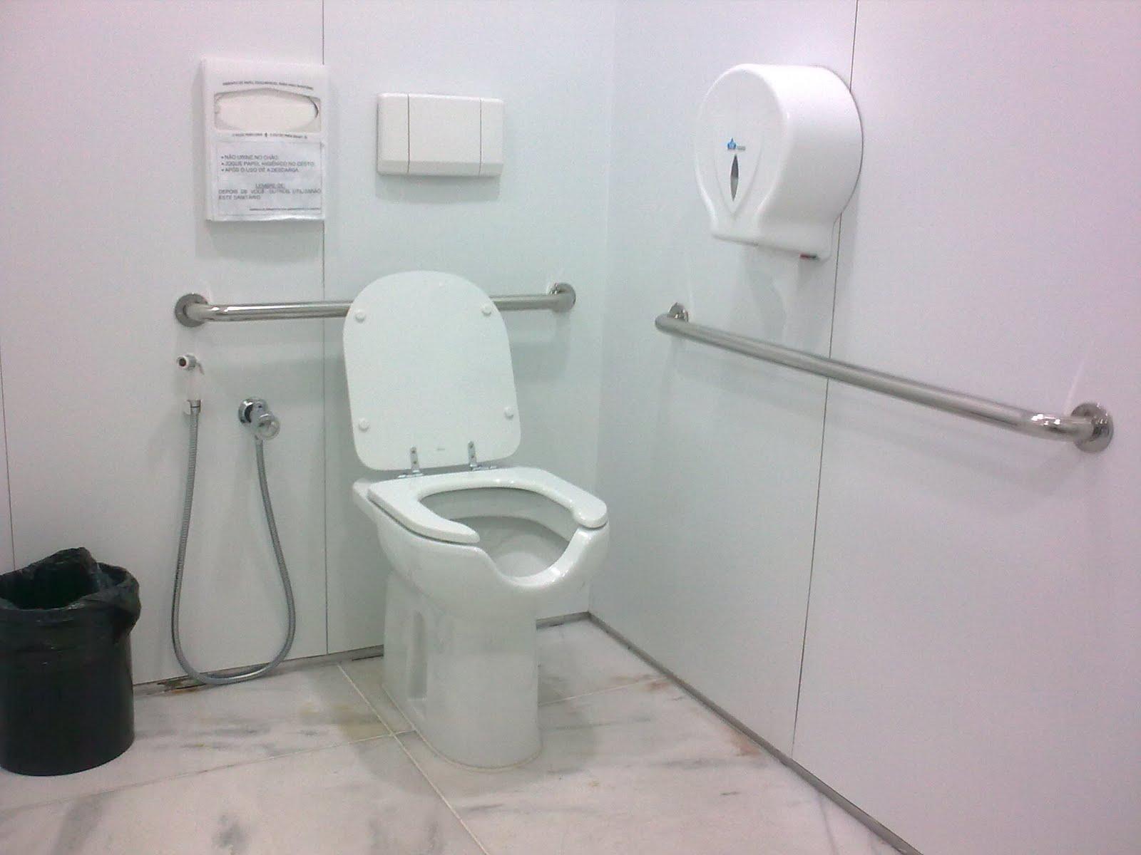 portador da cadeira de rodas necessita poder alcançar peças e  #6F625C 1600 1200