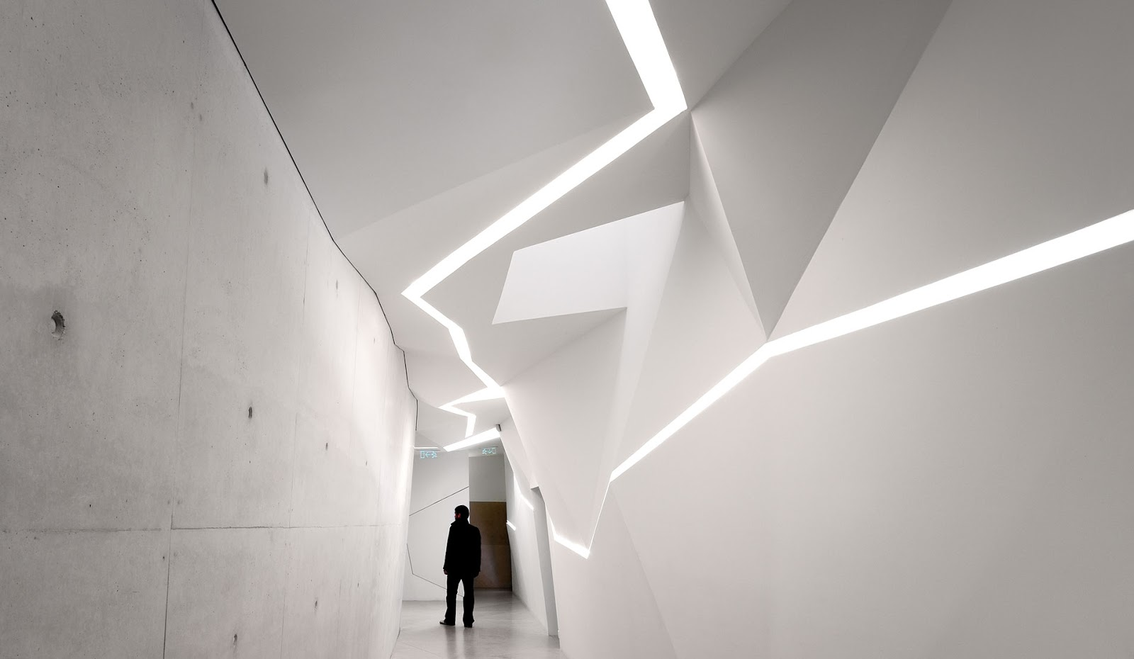 Light architecture vodafone building oporto for Lighting architectural interiors