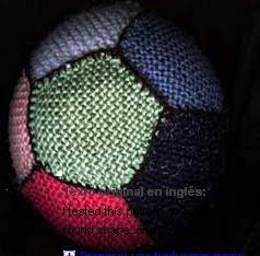 http://translate.googleusercontent.com/translate_c?depth=1&hl=es&rurl=translate.google.es&sl=en&tl=es&u=http://www.knitting-and.com/knitting/patterns/toys/woollyball.htm&usg=ALkJrhif3vzXiUYVU3omudCDYn6oAt652A