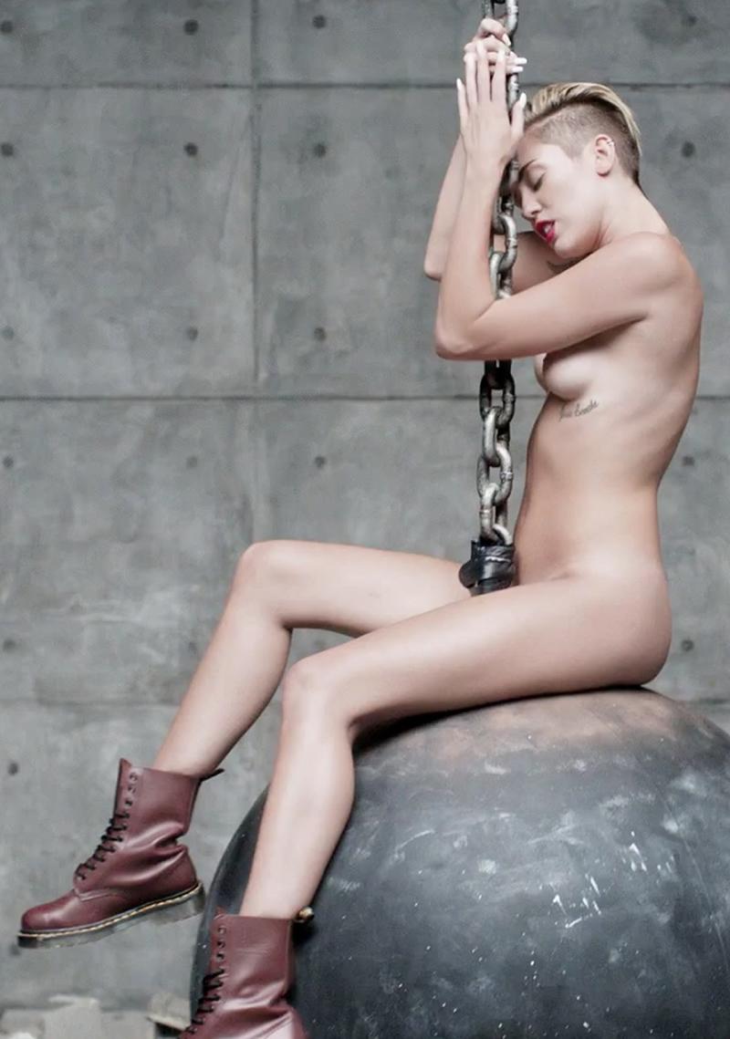 http://3.bp.blogspot.com/-6VeL1gJCw9M/Ui8ybAbFSyI/AAAAAAAADPE/2i7oYMvEymU/s1600/miley-wrecking-ball-desnuda.jpg